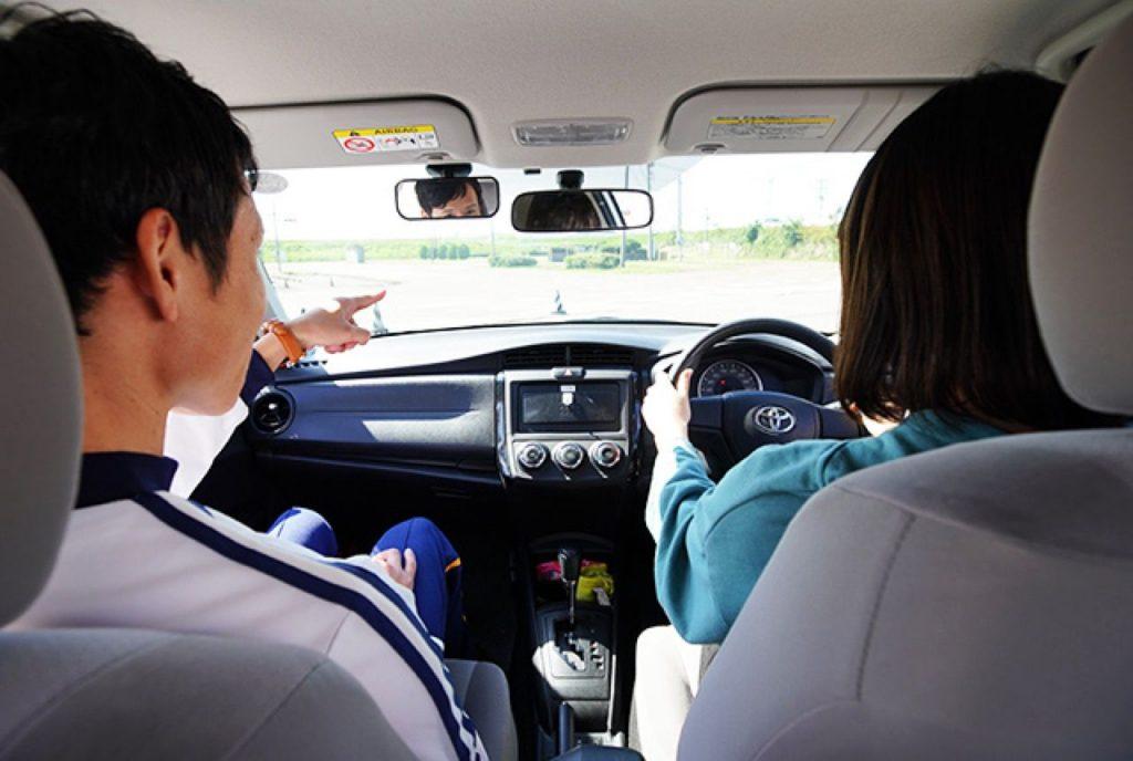 学校 小松 自動車